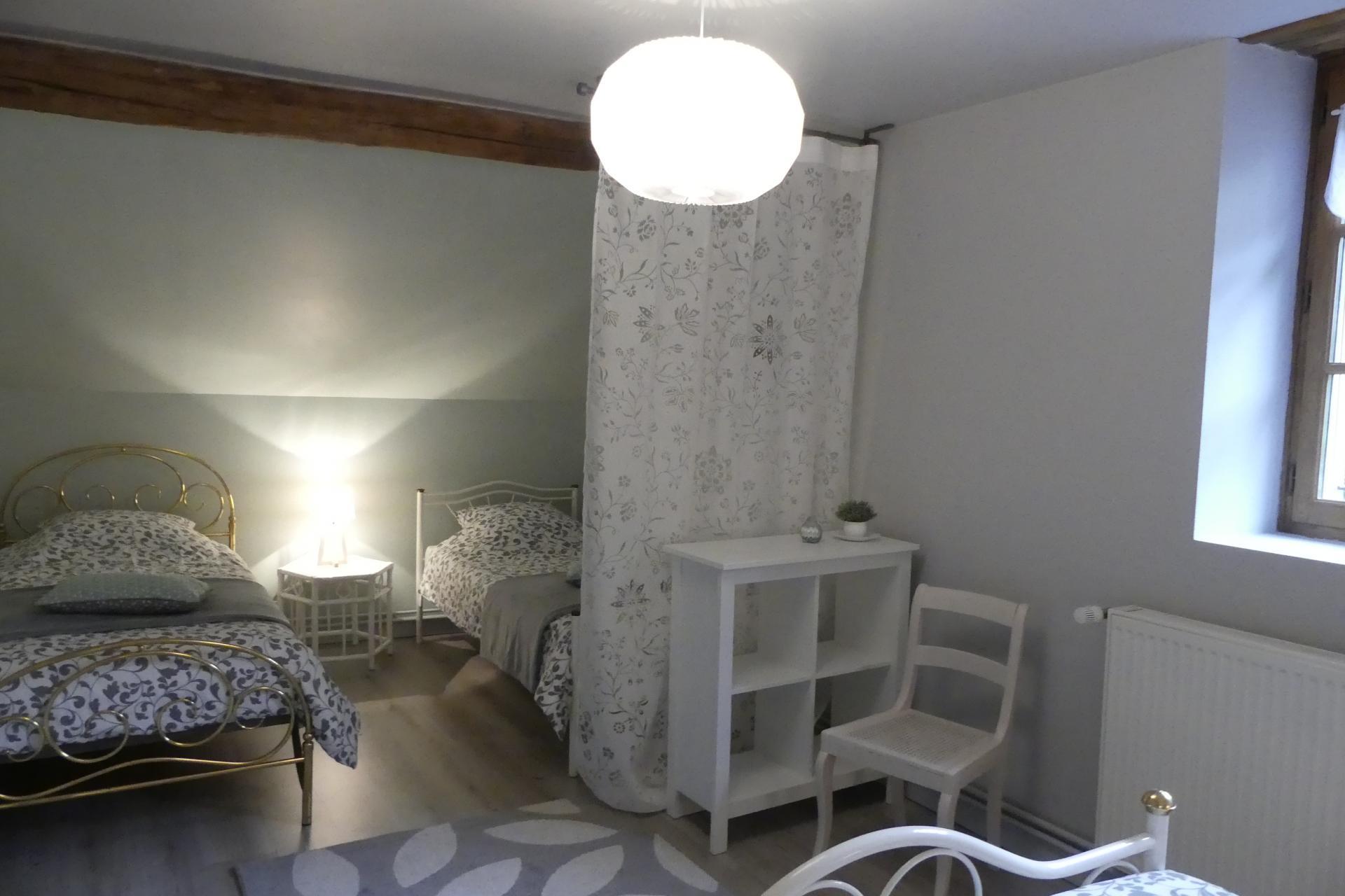 Aperçu de l'espace lits simples de la grande chambre